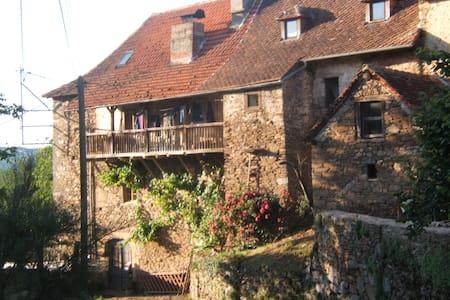 Gîte de charme dans le Lot - Gagnac-sur-Cère - Ev