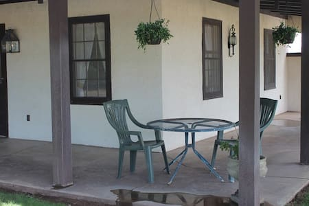 Four Bar Cottages - The Apache - Portal - Cabin