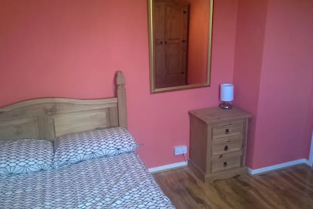 Freshly decorated room in Garthdee - Aberdeen - Casa