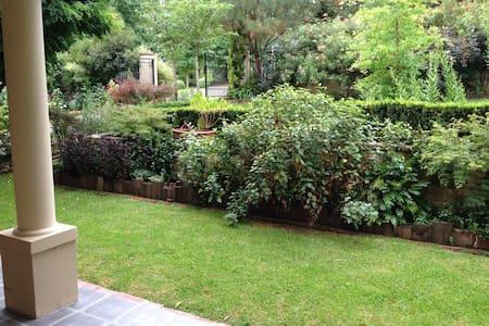 Leafy Garden Setting - Berry
