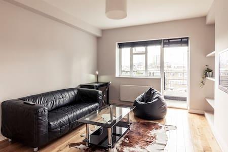 2 bedroom flat in Shoreditch
