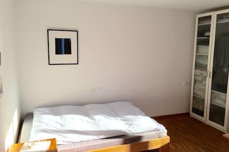 Ruhiges Zimmer in bester Lage - Freiburg