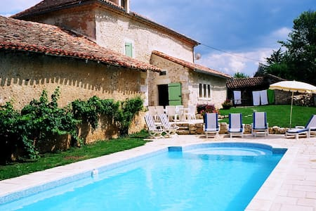 16th Cent. Farmhouse w/ Heated Pool - Rumah