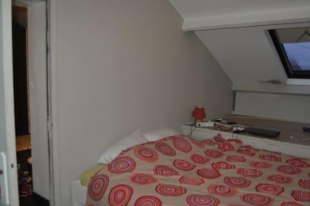 Chambre coquette avec salle de bain - Haus