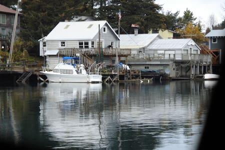 Waterfront Cottage - Seldovia
