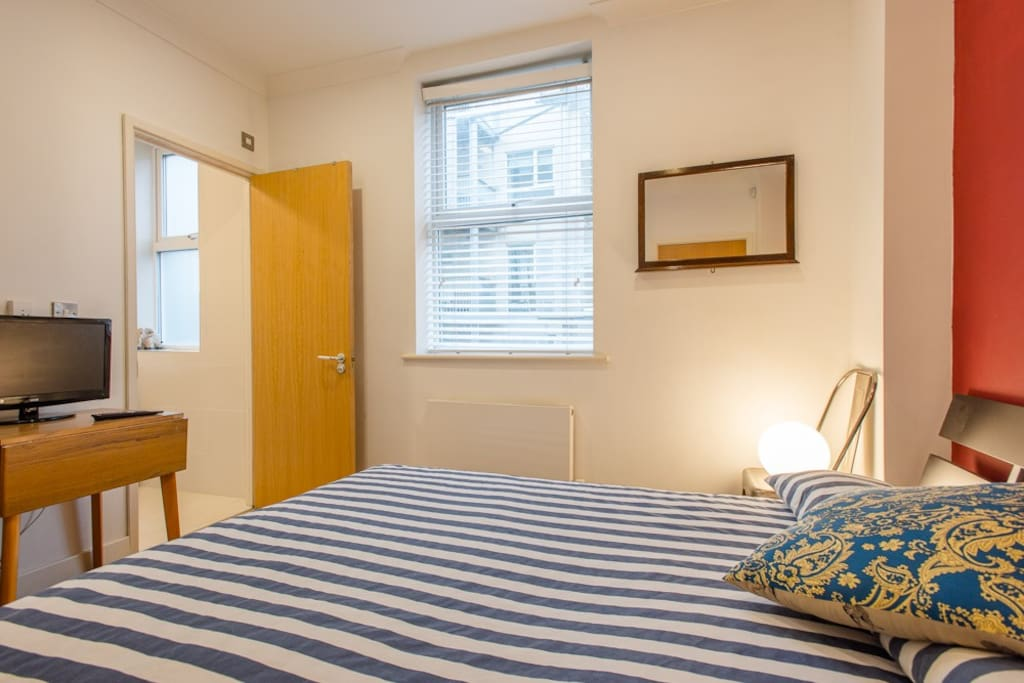 Central London room with ensuite