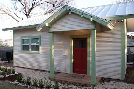 Austin Guest House - ACL, SXSW, F1