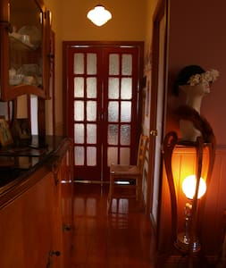 Rooms 1930s Cottage, reliable Internet walk CBD - House