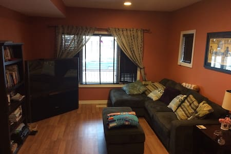 Clean, cozy downtown home - Windsor - House