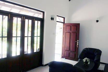 Oasi di quiete a due min dal mare - Negombo - Huis
