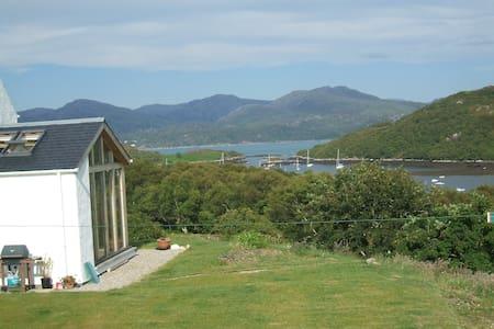 Aird Hill B&B - Mountain Room - Badachro, Gairloch - Bed & Breakfast