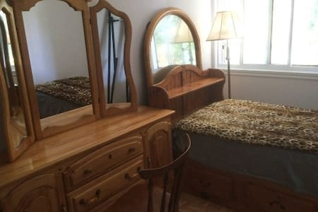 comfy and economy stay - Laval - Appartement