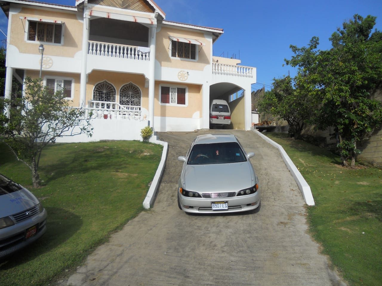 Travel across Jamaica in comfort!!
