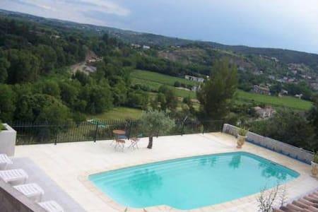 Mas provençal XVIII S : gîte 85 m2 5 à 7 personnes - Rumah