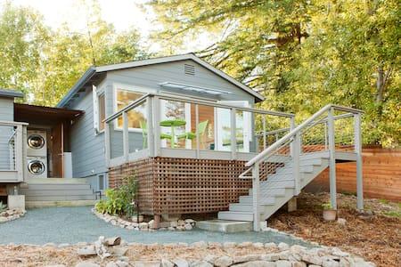 Serene North Berkeley Hills Cottage