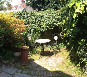 1 bedroom cottage with courtyard - Hus