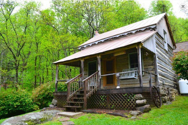 Annie 39 s cabin 1800 39 s log cabin cabins for rent in for Montebello cabin rentals