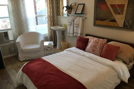 Stylish Pension Shared Bath Studio - Long Beach - Apartment