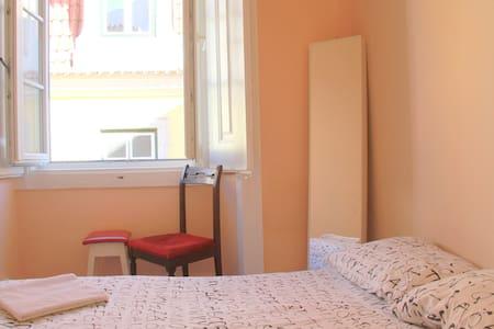 Room2.Adamastor/Bica/Train 28 - Lisboa - Apartment