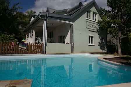 Maison 4 chambres avec Piscine - Ház