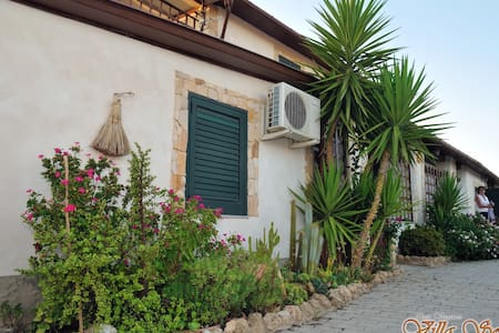 Room type: Private room Property type: Villa Accommodates: 4 Bedrooms: 1 Bathrooms: 1
