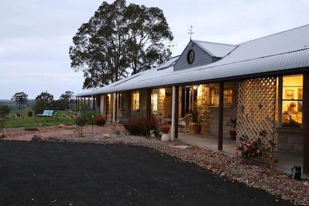 BellbirdHill Bed & Breakfast - Aussie Room - Bed & Breakfast