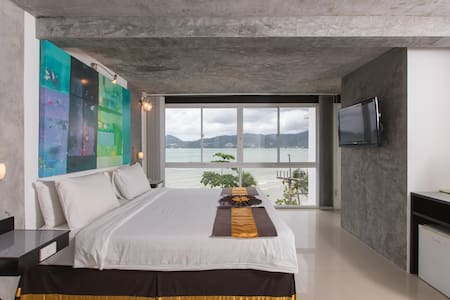 Superior Room Beach Front  - Patong - Bed & Breakfast