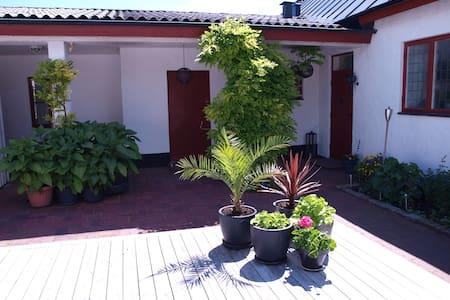 Lägenhet i anslutning till villa - Apartment
