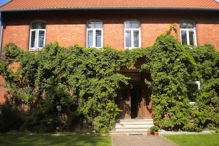 Zi. in alter Dorfschule Nähe Messe - Bed & Breakfast