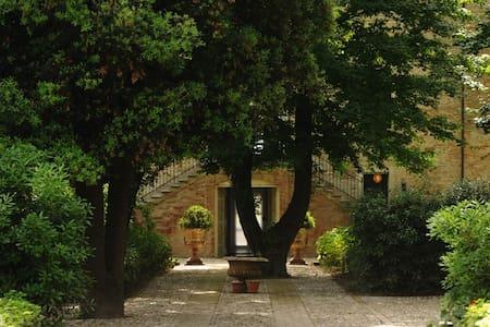 Camera in Villa D'Epoca - Ravenna, Campiano - Villa