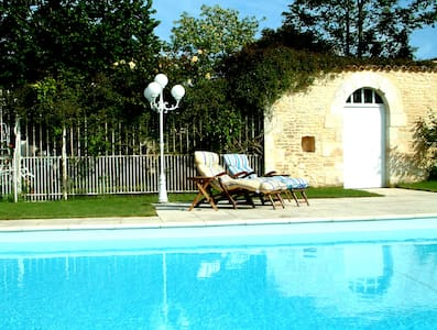 3-bedroom Gite, heated pool, garden - Neuville-de-Poitou, near Poitiers