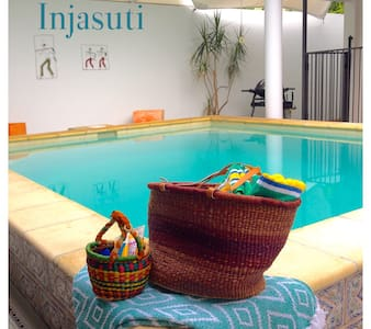 Injasuti - private beach villa - Port Douglas