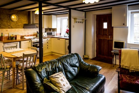 Cosy newly renovated 2 bed cottage - Machynlleth - House