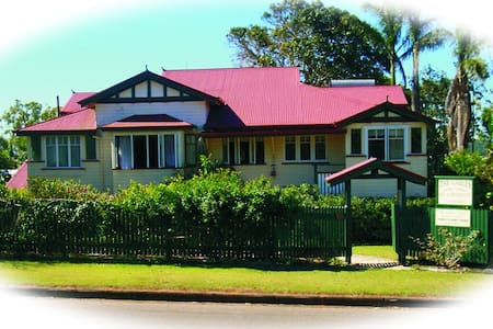 Lovely apartment in Queenslander - Bed & Breakfast
