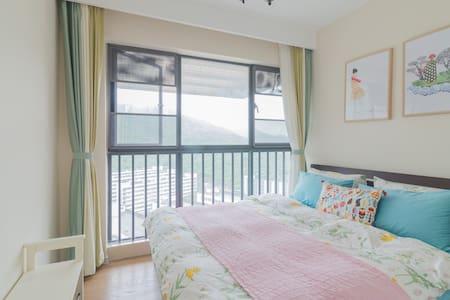 南山1.8米大床豪宅,落地窗望山景,世外桃源般的居室,只租女生 - Huoneisto