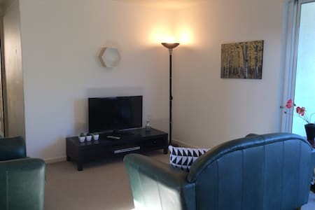 Spacious Ideal Home-Away-From-Home - Shenton Park - Daire