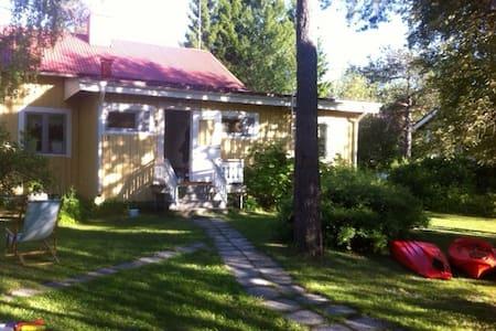 Cozy cottage by river near city  - Hytte