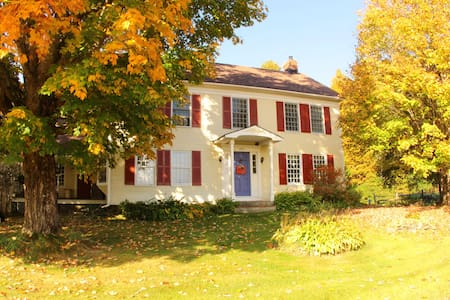 Johnnycake Flats Vermont Farmhouse - Roxbury