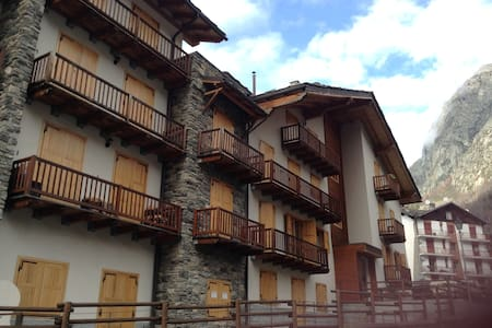SKIING/FOODING IN VALPELLINE, AOSTA - Apartment