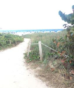 Beautiful and peaceful beach condo - West Palm Beach - Apartment