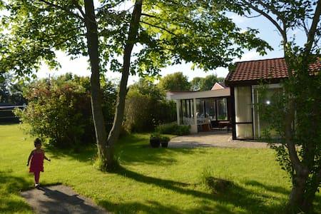 Heerlijk vakantiehuis nabij zee - Dirkshorn - Cabin