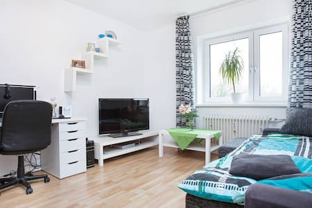 sunny room, 15 min to city center - Berlin