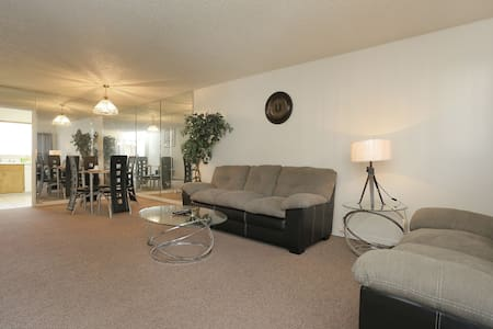 beautiful 2 bed  2 bath  condo