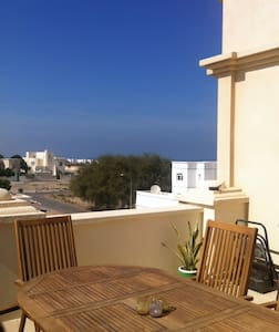 Private room with double bed and en-suite bathoom, seating areas inside and out, on the top floor of a nice family villa.  A minutes walk to  the white sand of Azaiba Beach and the warm waters of the Gulf of Oman.  Convenient access to transport.