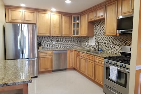 Penthouse Highrise; DC & UMD Area - Adelphi - Apartamento