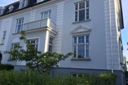 Luksus lejlighed med bedste beliggenhed i Hellerup - Apartamento