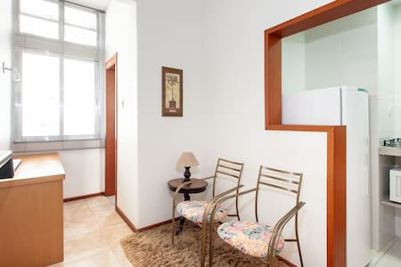 Excellent suite located less than 100 meters from the subway station Siqueira Campos and a 5-minute walk to the beach of Copacabana. The suite features acoustic windows and air conditioning .