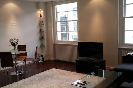 Central, Modern 1-Bedroom Flat
