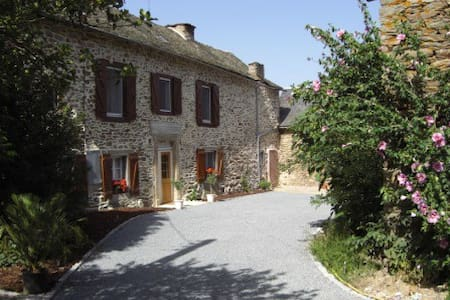 LARGE 5 BED FARMHOUSE IN RURAL AREA - La Bastide-l'Évêque - Talo