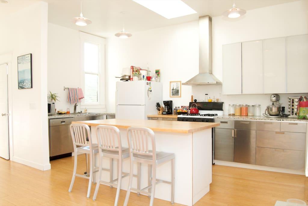 Modern, bright, sexy Mission flat